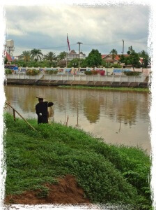 Fishing with cast net in Chiang Mai Pint River